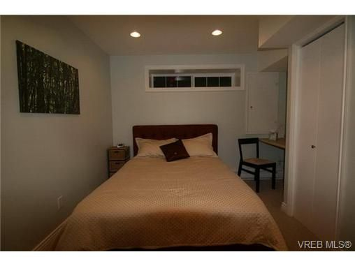 Photo 19: Photos: 2320 Hollyhill Pl in VICTORIA: SE Arbutus Half Duplex for sale (Saanich East)  : MLS®# 652006