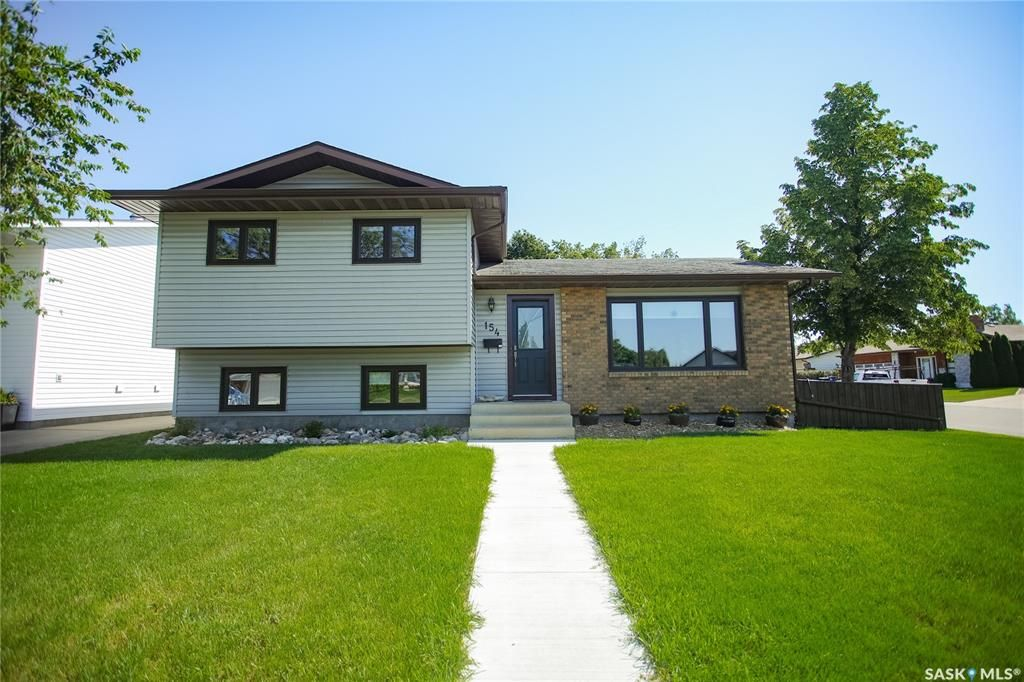 Main Photo: 154 J.J. Thiessen Crescent in Saskatoon: Silverwood Heights Residential for sale : MLS®# SK862510