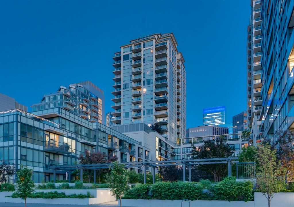 Main Photo: 1912 222 Riverfront Avenue SW in Calgary: Chinatown Apartment for sale : MLS®# A1114994
