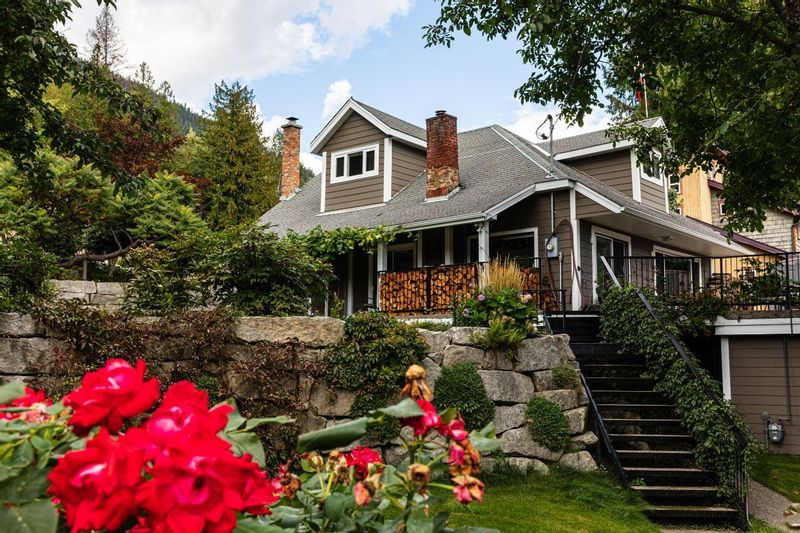 FEATURED LISTING: 2465 HIGHWAY 3A Nelson