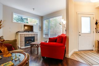 Photo 4: 2040 35 Avenue SW in Calgary: Town House for sale : MLS®# C3617134