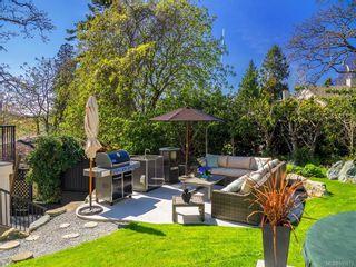 Photo 4: 704 Robleda Cres in Victoria: Vi Rockland House for sale : MLS®# 835913