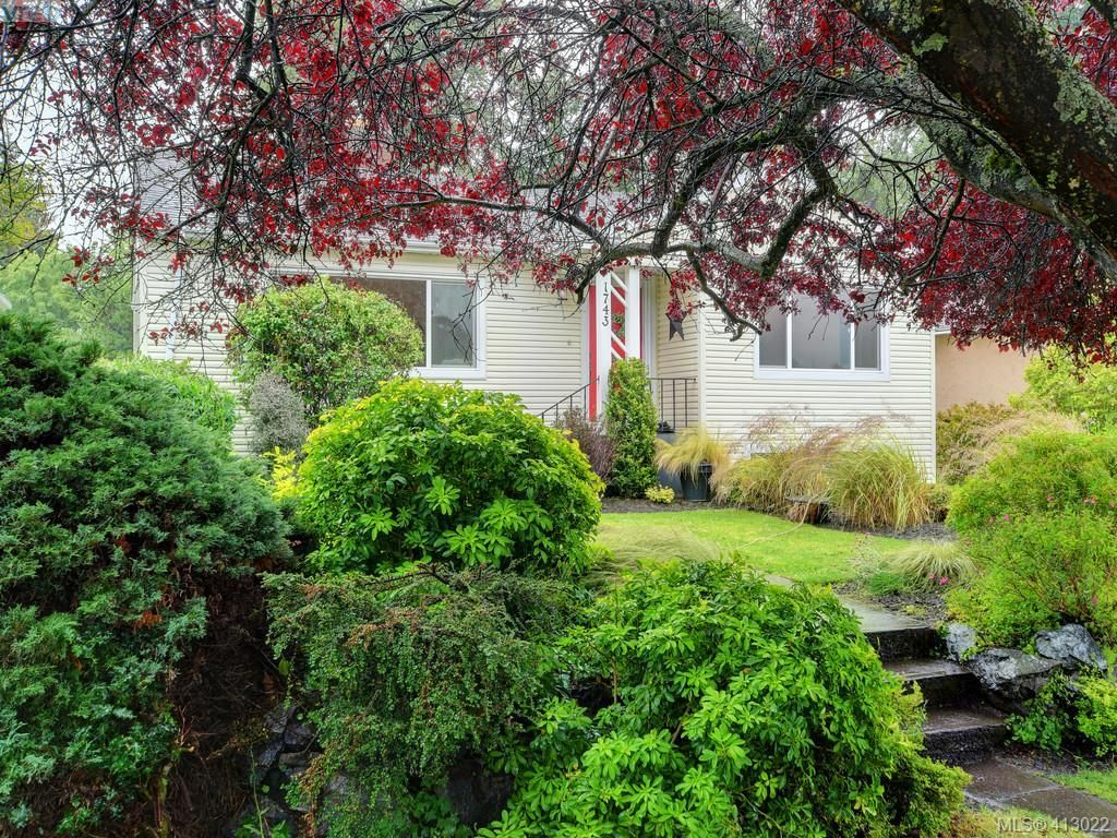 Main Photo: 1743 Armstrong Ave in VICTORIA: OB North Oak Bay House for sale (Oak Bay)  : MLS®# 818993