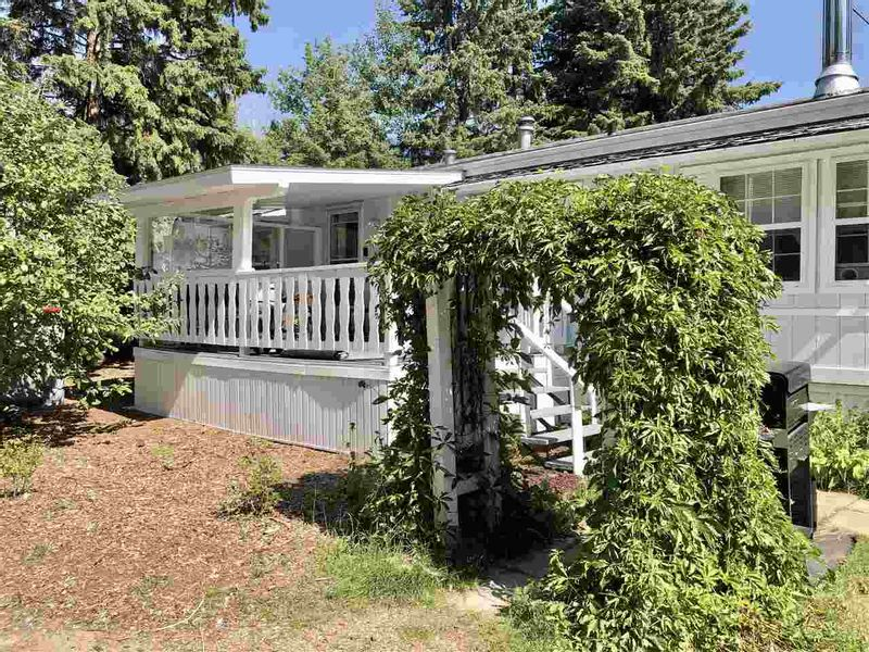 FEATURED LISTING: 408 3 Street Winfield