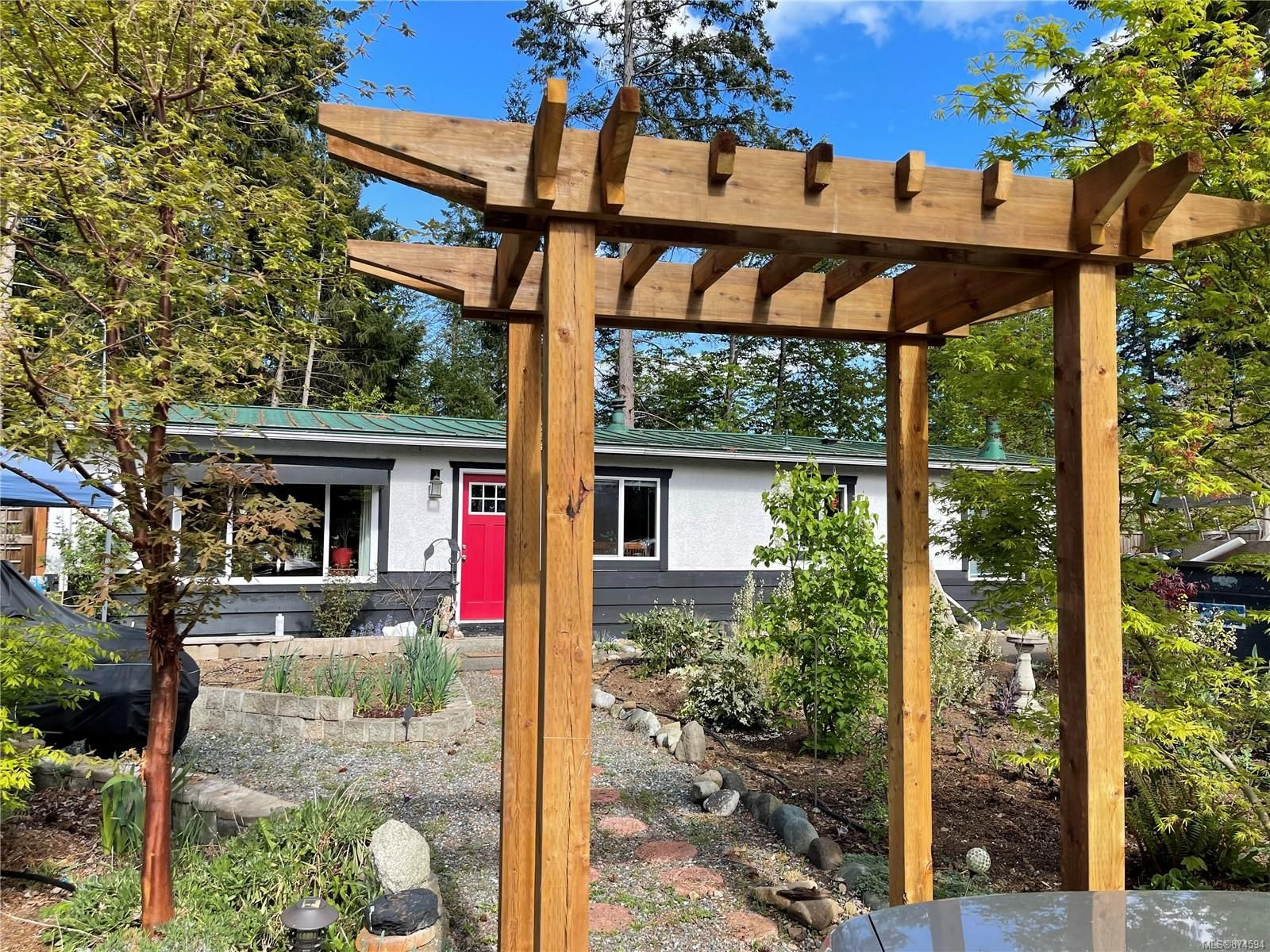 Main Photo: 4678 Reinhard Pl in : CV Courtenay East House for sale (Comox Valley)  : MLS®# 874594