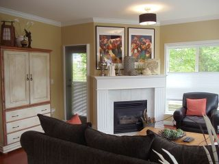 Photo 3: 201 1630 154TH Street in South Surrey White Rock: Home for sale : MLS®# F1214459