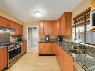"""Photo 9: 5872 MAYVIEW Circle in Burnaby: Burnaby Lake Townhouse for sale in """"ONE ARBOURLANE"""" (Burnaby South)  : MLS®# R2542010"""