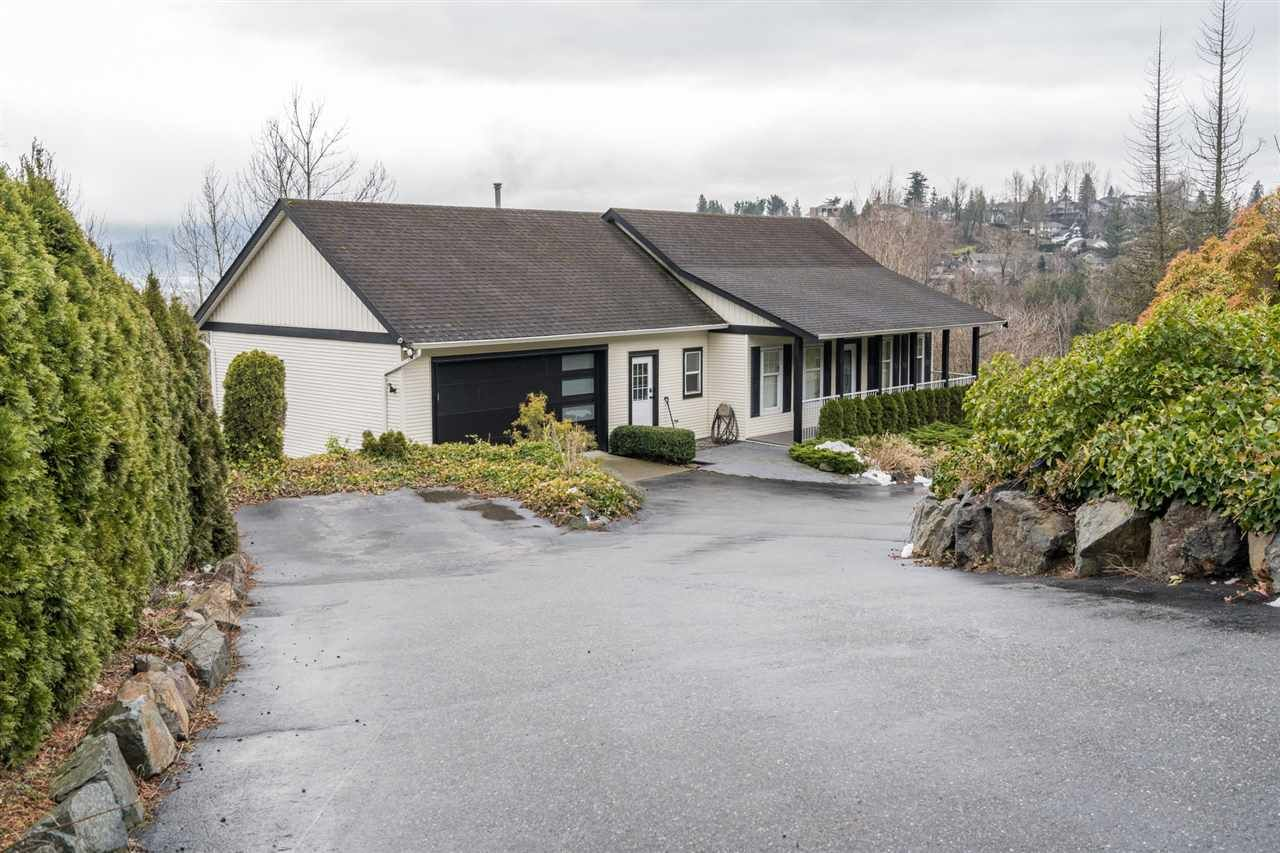 Main Photo: 36108 SPYGLASS Lane in Abbotsford: Abbotsford East House for sale : MLS®# R2540010