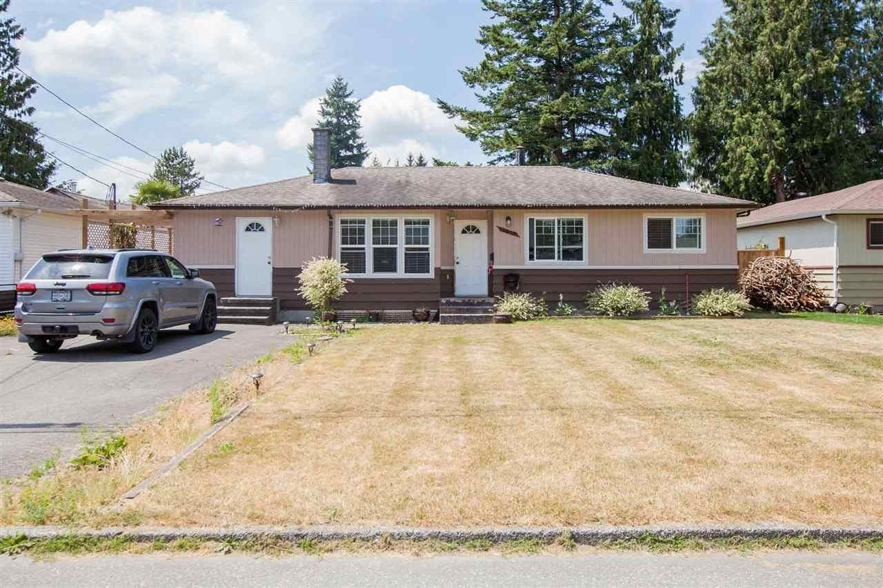 Rancher walking distance to all amenities!