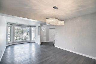 Photo 4: 29 West Cedar Point SW in Calgary: West Springs Detached for sale : MLS®# A1131789