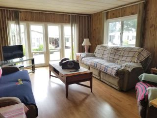"""Photo 2: 41 2120 KING GEORGE Boulevard in Surrey: King George Corridor Manufactured Home for sale in """"Five oaks"""" (South Surrey White Rock)  : MLS®# R2407054"""