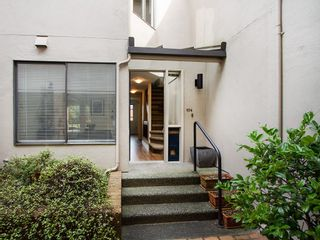 """Photo 2: 104 811 W 7TH Avenue in Vancouver: Fairview VW Townhouse for sale in """"WILLOW MEWS"""" (Vancouver West)  : MLS®# V1110537"""