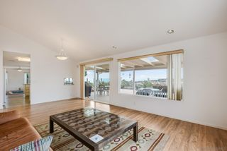 Photo 5: LA JOLLA House for sale : 3 bedrooms : 2322 Bahia Dr