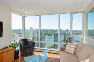 """Photo 3: 2701 1201 MARINASIDE Crescent in Vancouver: Yaletown Condo for sale in """"The Peninsula"""" (Vancouver West)  : MLS®# R2602027"""