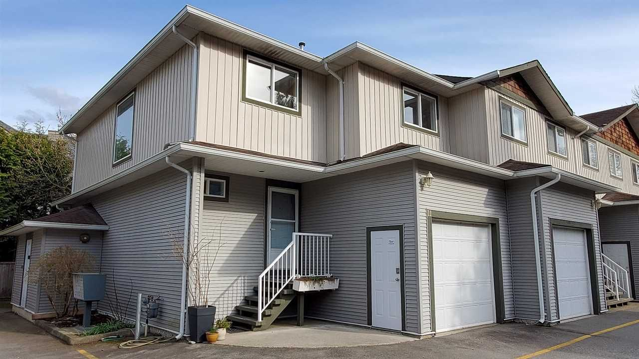 """Main Photo: 11 39754 GOVERNMENT Road in Squamish: Northyards Townhouse for sale in """"Maple Tree Court"""" : MLS®# R2562996"""