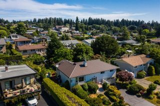 Photo 2: 2070 Beaton Ave in : CV Comox (Town of) House for sale (Comox Valley)  : MLS®# 881528
