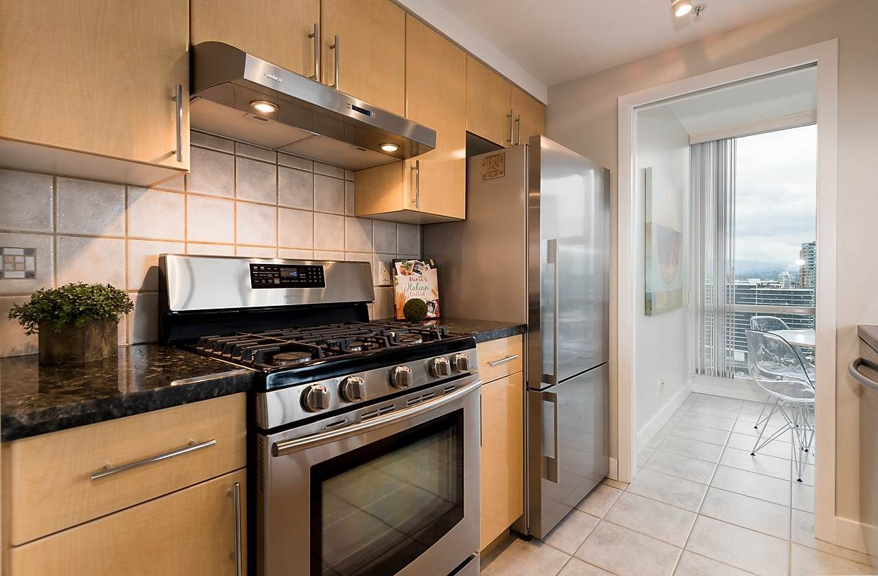 """Photo 8: Photos: 2508 193 AQUARIUS Mews in Vancouver: Yaletown Condo for sale in """"MARINASIDE RESORT RESIDENCES"""" (Vancouver West)  : MLS®# R2106066"""