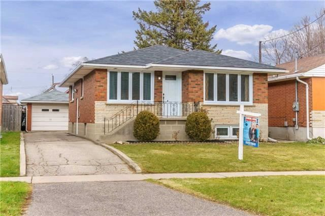 Main Photo: 304 Jackson Avenue in Oshawa: Central House (Bungalow) for sale : MLS®# E3997976