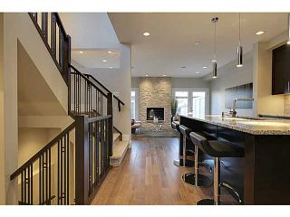 Photo 2: 3332 40 Street SW in CALGARY: Glenbrook Residential Attached for sale (Calgary)  : MLS®# C3548100
