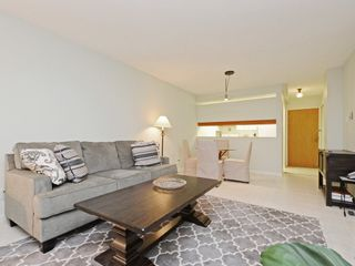 "Photo 5: 104 3905 SPRINGTREE Drive in Vancouver: Quilchena Condo for sale in ""ARBUTUS VILLAGE"" (Vancouver West)  : MLS®# R2413168"