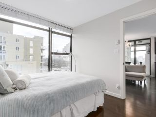 """Photo 10: 1001 1068 W BROADWAY in Vancouver: Fairview VW Condo for sale in """"The Zone"""" (Vancouver West)  : MLS®# R2148292"""
