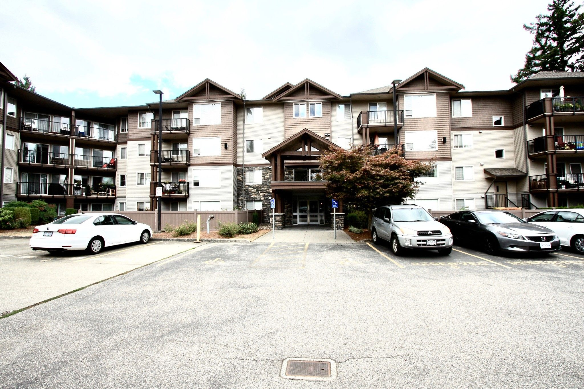 Main Photo: 417 2581 Langdon Street in Abbotsford: Abbotsford West Condo for sale : MLS®# 417 2581 Langdon St $420,000