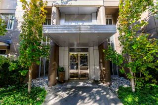"""Photo 1: 705 1001 HOMER Street in Vancouver: Yaletown Condo for sale in """"BENTLEY"""" (Vancouver West)  : MLS®# R2312104"""