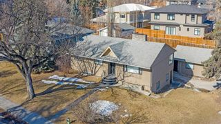 Photo 3: 704 Imperial Way SW in Calgary: Britannia Detached for sale : MLS®# A1081312