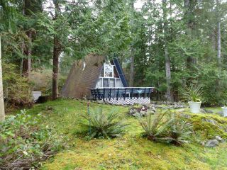 Photo 2: 5450 DONLEY Drive in Madeira Park: Pender Harbour Egmont House for sale (Sunshine Coast)  : MLS®# R2556466