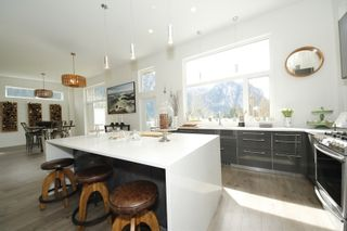 """Photo 2: 38507 SKY PILOT Drive in Squamish: Plateau House for sale in """"Crumpit Woods"""" : MLS®# R2048209"""