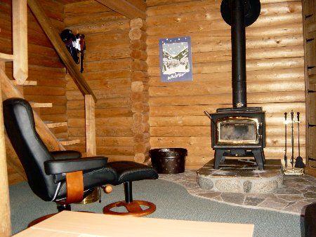 Photo 8: Photos: Cozy Log Cabin in the Heart of Whistler