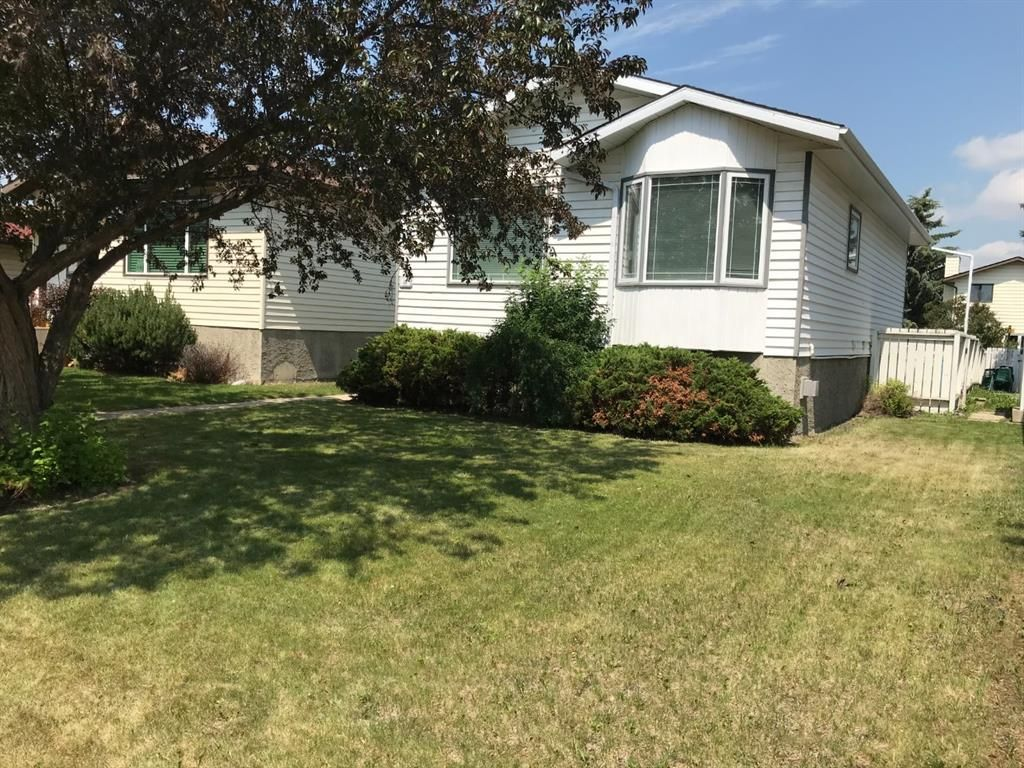 Main Photo: 40 Roland Street S: Red Deer Detached for sale : MLS®# A1126443