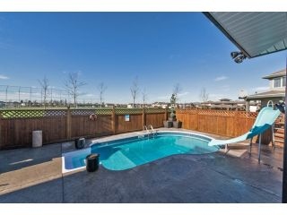 """Photo 3: 6593 186A Street in Surrey: Cloverdale BC House for sale in """"HILLCREST"""" (Cloverdale)  : MLS®# F1432832"""