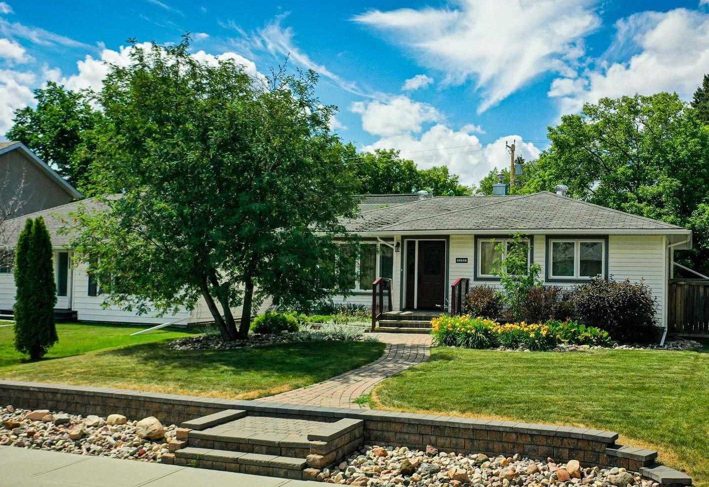 Main Photo: 10616 137 Street in Edmonton: Zone 11 House for sale : MLS®# E4253131
