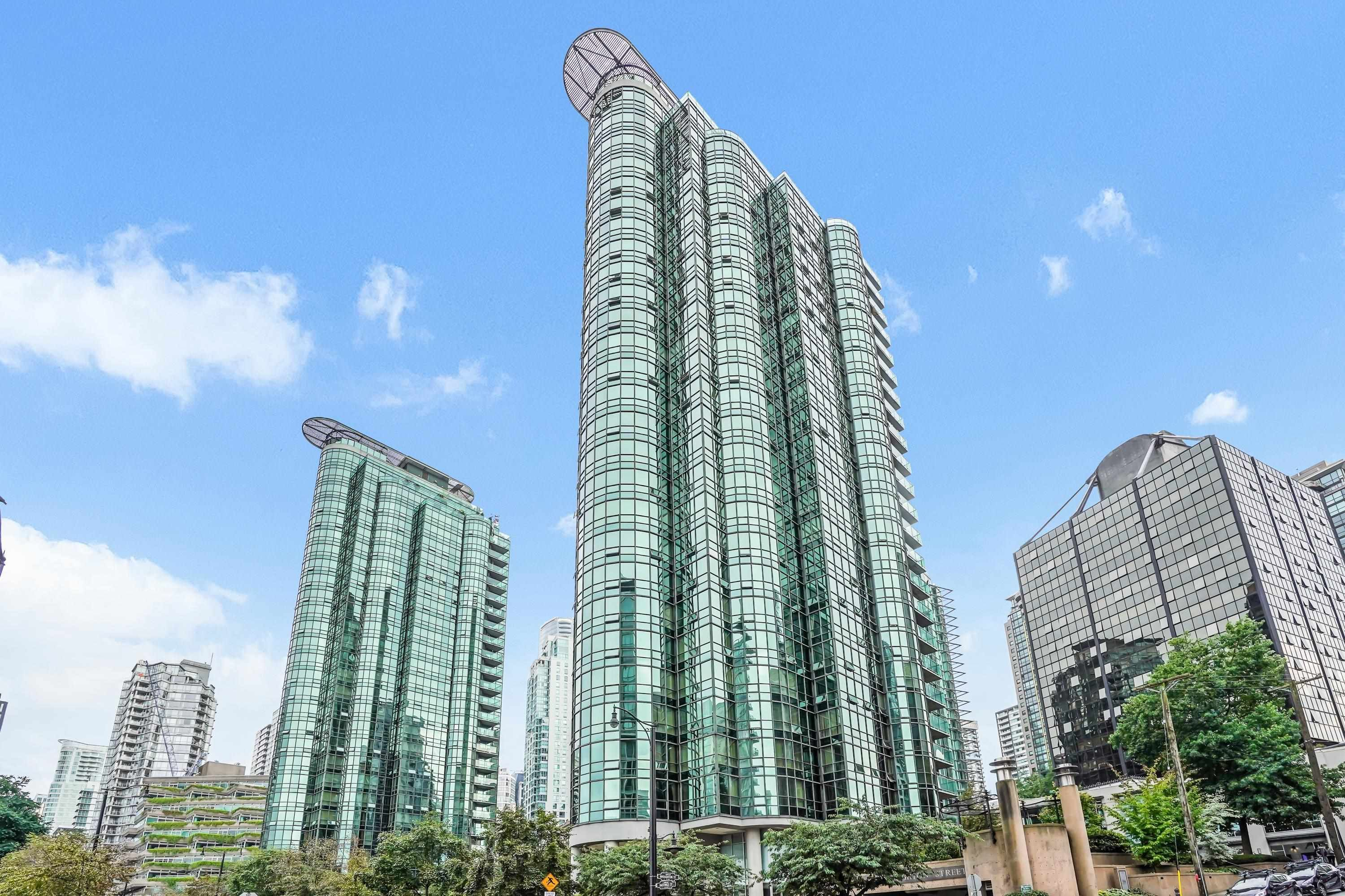 """Main Photo: 908 588 BROUGHTON Street in Vancouver: Coal Harbour Condo for sale in """"HARBOURSIDE TOWER 1"""" (Vancouver West)  : MLS®# R2610218"""