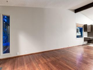 Photo 16: 587 WOODPARK Crescent SW in Calgary: Woodlands Detached for sale : MLS®# C4243103