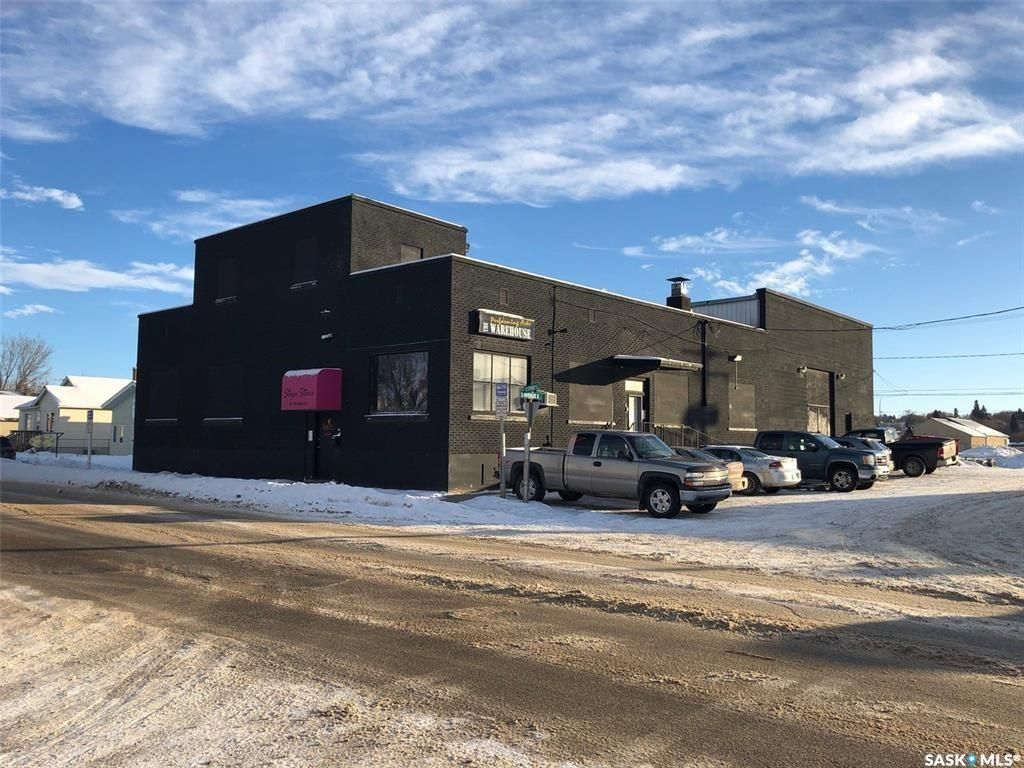 Main Photo: 301 13th Street East in Prince Albert: Midtown Commercial for sale : MLS®# SK849452