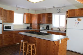 Photo 3: 625 10th Avenue: Montrose House for sale