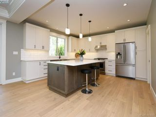 Photo 10: 1024 Deltana Ave in VICTORIA: La Olympic View House for sale (Langford)  : MLS®# 820960