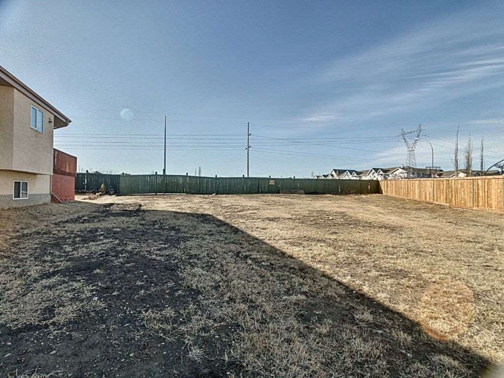 Main Photo: 331 Cutts Crest in Edmonton: Zone 27 Vacant Lot for sale : MLS®# E4236662