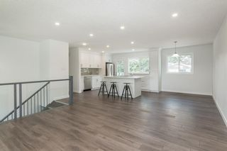 Photo 3: 10207 7 Street SW in Calgary: Southwood Detached for sale : MLS®# C4203989