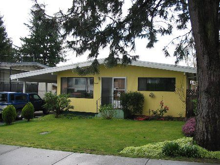 Main Photo: 15858 Russell Avenue: House for sale (White Rock)  : MLS®# F2506203