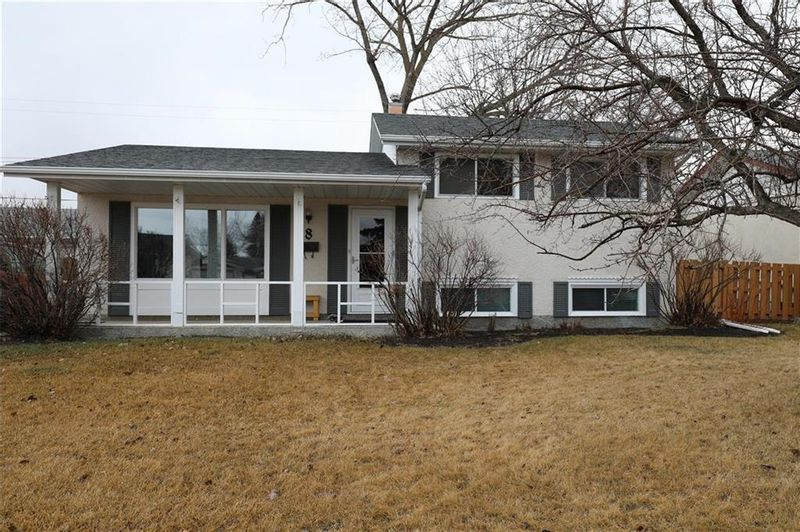 FEATURED LISTING: 8 Monaco Bay Winnipeg