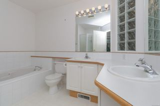 Photo 17: 401 288 Eltham Rd in View Royal: VR View Royal Row/Townhouse for sale : MLS®# 883864