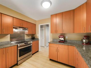 """Photo 8: 5872 MAYVIEW Circle in Burnaby: Burnaby Lake Townhouse for sale in """"ONE ARBOURLANE"""" (Burnaby South)  : MLS®# R2542010"""