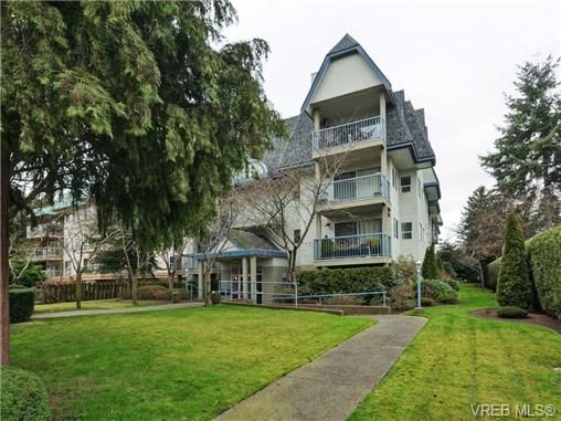 Main Photo: 106 1714 Fort St in VICTORIA: Vi Jubilee Condo for sale (Victoria)  : MLS®# 722480