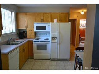 Photo 3: 41 Glenwood Avenue in Saskatoon: Westview Heights Single Family Dwelling for sale (Saskatoon Area 05)  : MLS®# 514341