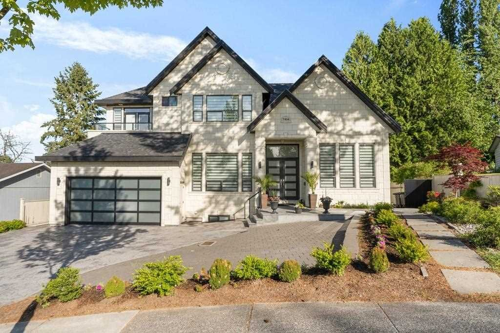 Main Photo: 7858 SUNCREST Drive in Surrey: East Newton House for sale : MLS®# R2584749
