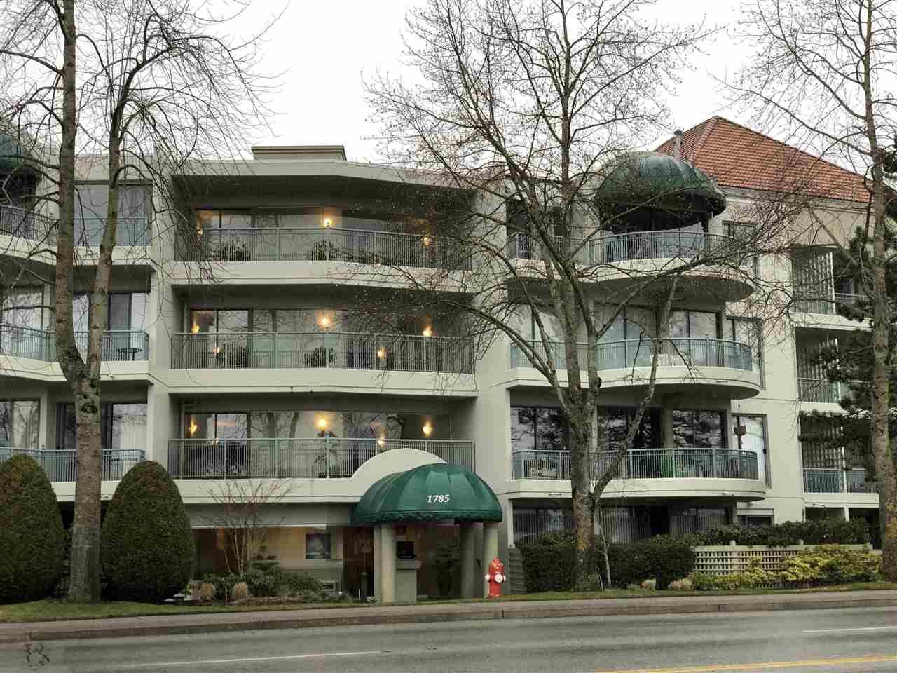 """Main Photo: 210 1785 MARTIN Drive in Surrey: Sunnyside Park Surrey Condo for sale in """"Southwynd"""" (South Surrey White Rock)  : MLS®# R2239633"""