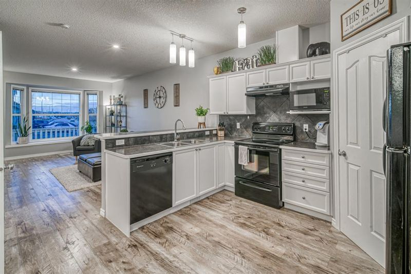 FEATURED LISTING: LUXSTONE Airdrie
